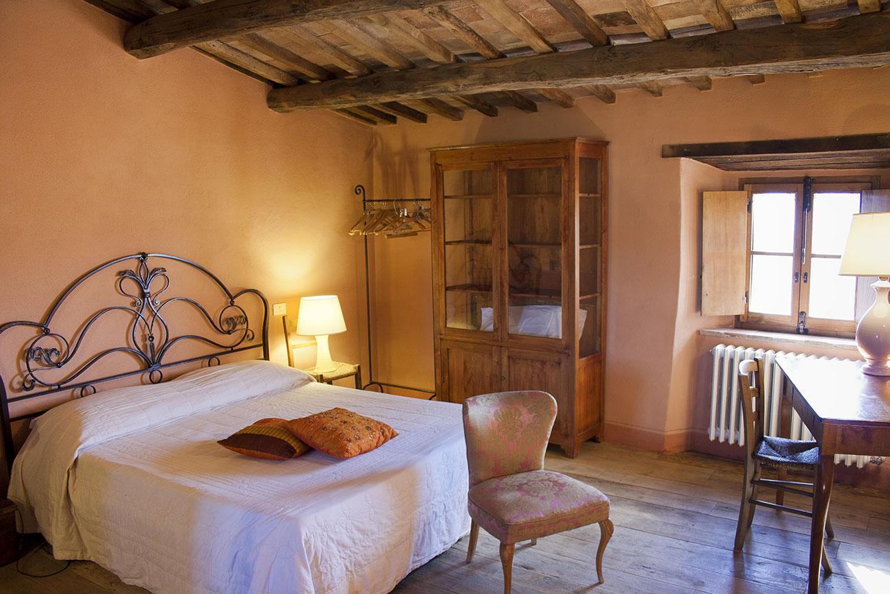 CYCLING-YOGA-RETREAT-TUSCANY-EXPERIENCE-RETREATS-master-bedroom-first-floor.jpg