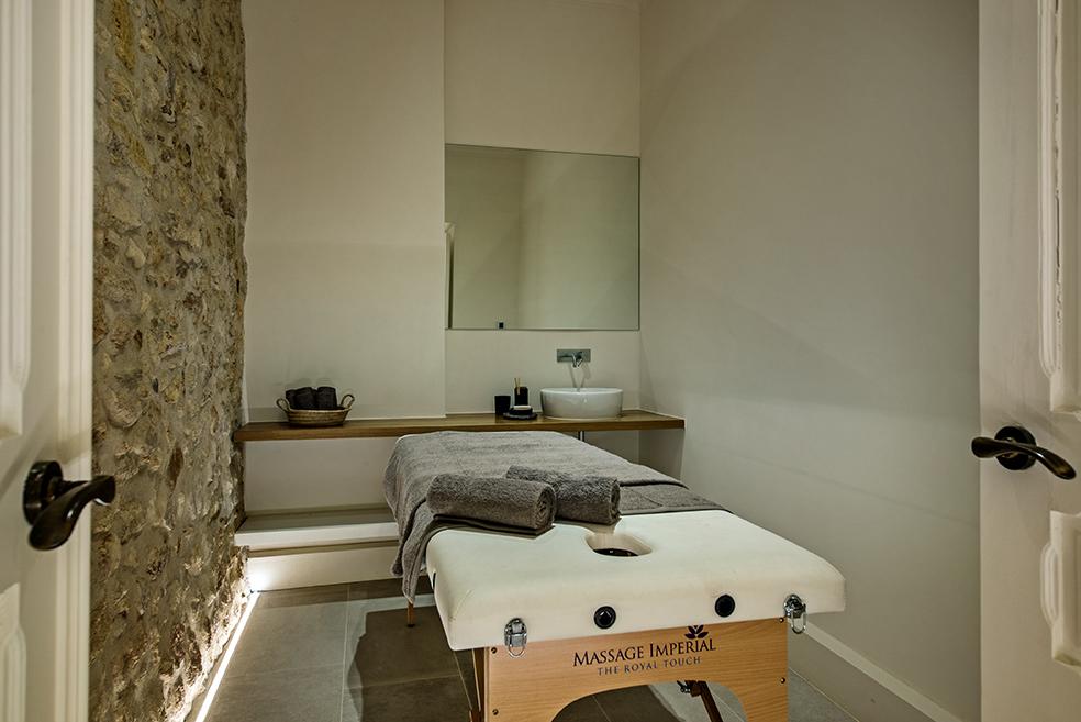 Treatment_room_YOGA_WELLNESS_RETREAT_olhao_portugal_EXPERIENCE-RETREATS.jpg