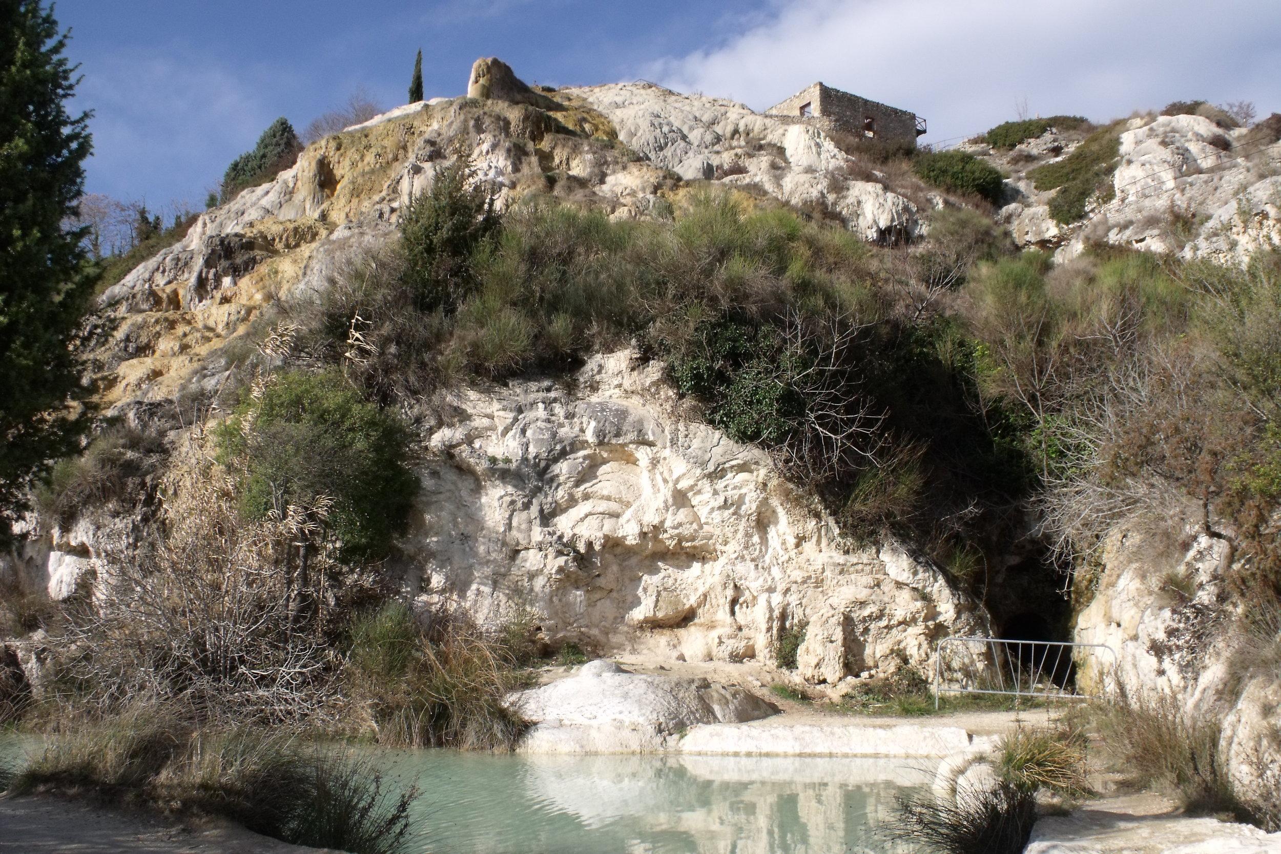 Bagno-Vignoni-thermal-springs-wellness-retreat-experience-retreats.jpg