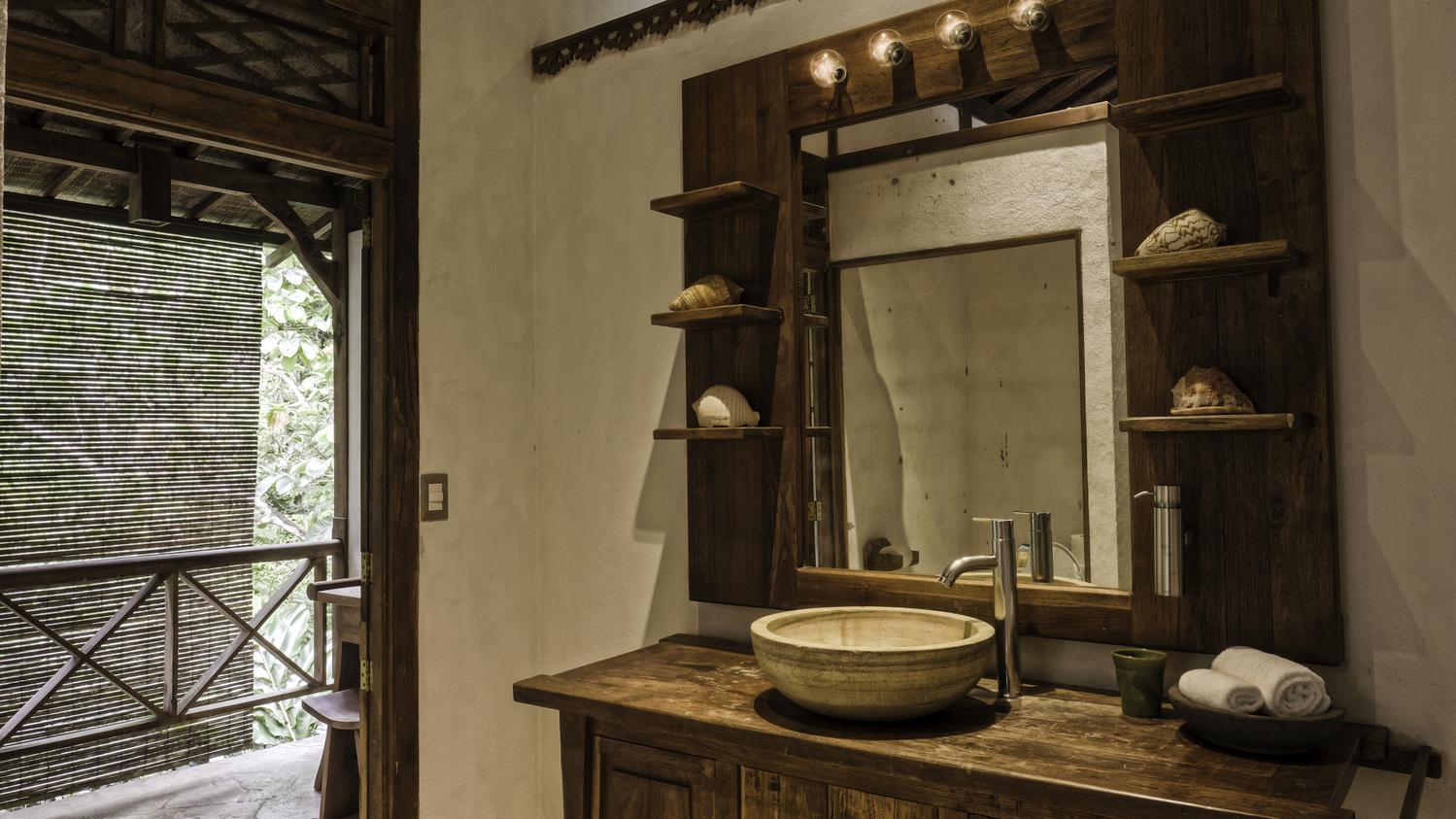 costa-rica-yoga-retreat-venue-experience-retreats-bathroom.jpg