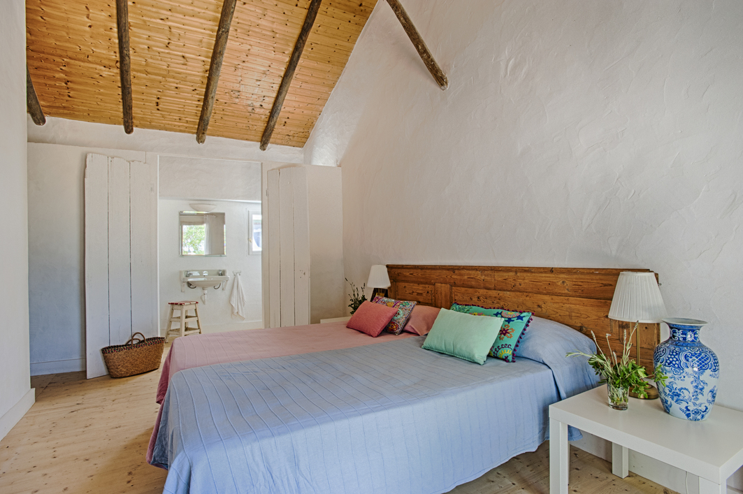 RETREAT_BEDROOM_8_ALGARVE_Yoga_retreat_venue_Experience-retreats.jpg