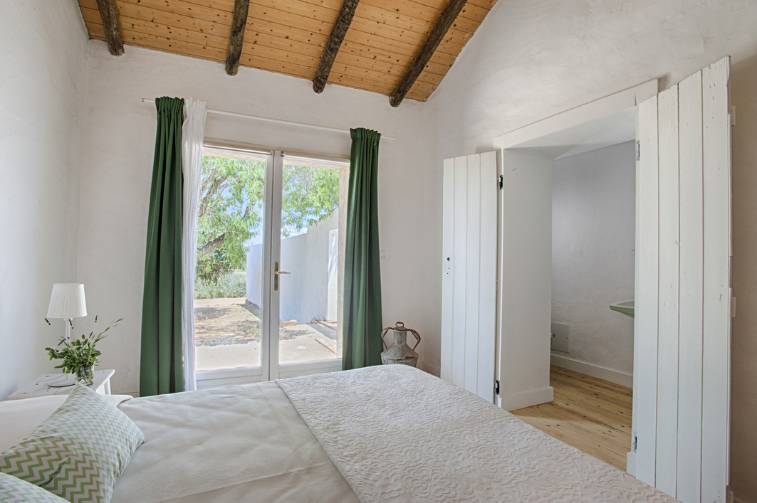 RETREAT_BEDROOM_7_ALGARVE_Yoga_retreat_venue_Experience-retreats.jpg