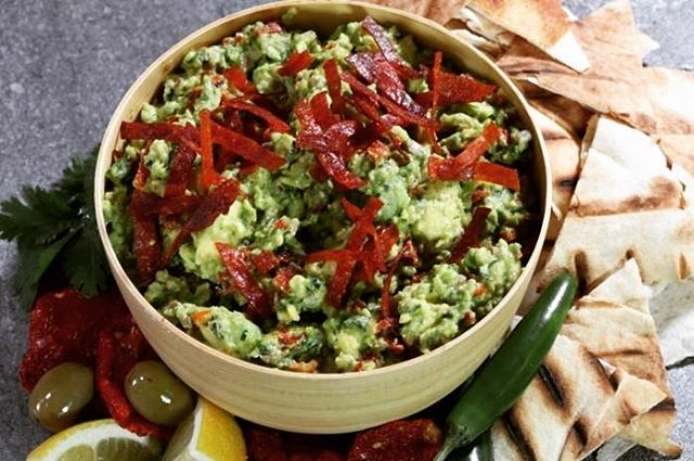 【Mediterranean umami guacamole】 ・ This version of guacamole takes a detour from its Mexican roots and instead relies on a Mediterranean flavor profile. The avocado provides the creamy base which is then spiked with a series of flavorful and slightly assertive ingredients. This guacamole is also packed with umami (pepperoni, dried tomatoes, Parmesan, and MSG) which provides a savory flavor that lasts long on the palate. *********************** 【Ingredients (4-6 servings)】 ・ 2 oz. thinly sliced pepperoni 2 ripened Haas avocados, halved, pitted, and peeled 1 ½ Tablespoons red onion, finely chopped 3 ½ Tablespoons freshly squeezed lemon juice ¼ cup dried tomatoes, finely chopped 3 Tablespoons Italian parsley leaves, minced 3 Tablespoons high quality green olives, finely chopped 1 oz. finely grated Parmesan ¼ teaspoon MSG 1 small Serrano chile, minced Several pinches salt (to taste) *********************** ・ 【Directions】 1. Cut the pepperoni slices into ¼-inch strips. 2. Spread the strips out on a non-stick baking sheet or a baking sheet lined with parchment paper. 3. Place in a pre-heated 300° F oven and bake until the pepperoni becomes crispy (about 10 minutes.) 4. Remove from oven and immediately remove the pepperoni from the baking sheet. Let cool and reserve. 5. Place avocado in a bowl and mash with a fork or potato masher keeping it slightly chunky. 6. Gently mix in the red onion, lemon juice, dried tomatoes, parsley, olives, Parmesan, MSG, Serrano chile, and salt. 7. Place in a serving bowl. Garnish the top of the guacamole with crispy pepperoni. Serve with pita chips or grilled pita bread. ・ #umamirecipes #umami #recipes #foodrecipes #cook #foodcooking #foodies #foodstagram #foodporn #ajinomoto #food52grams #cookingram #MSG #lemonjuice #vegetables #veggies #deliciousness #msgisumami #mediterranean #guacamole #mexicanfood #salad #avocado #pepperoni #driedtomatoes #redonion