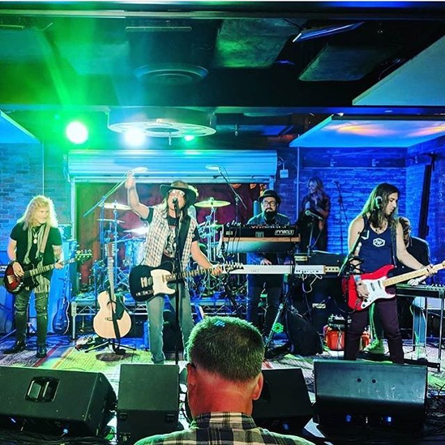 #thankyou for having us @therealferlazz @soundcheckliveofficial 💜 and thankyou to everyone who came out !!!!#lastnightwasawesome @luckystrikelive #livemusic #hollywood #honeyrivermusic #americana #rootsrock #peacelove #musiclovers #musicfans #msopr