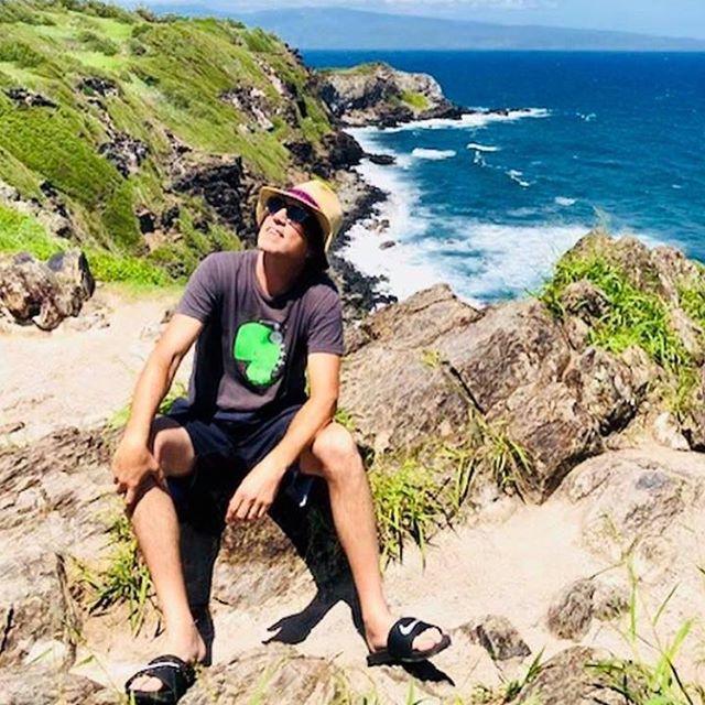 After hearing @steve_ferrone play #NobodyLikeMe by  #Honey River on #tompettyradio radio today in #Maui I feel like looking up to the sun ☀️ #greatdaysofar #aloha @joeysykes903 💙#thenewguyshow #radio @siriusxm #steveferrone #honeyrivermusic