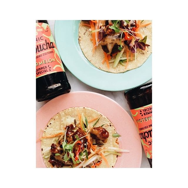 Yesterday, summer arrived ☀️ • @eatgenesis tacos + @lobroslivingdrinksuk watermelon kombucha #livecolourfully • 📷 @feed.wing