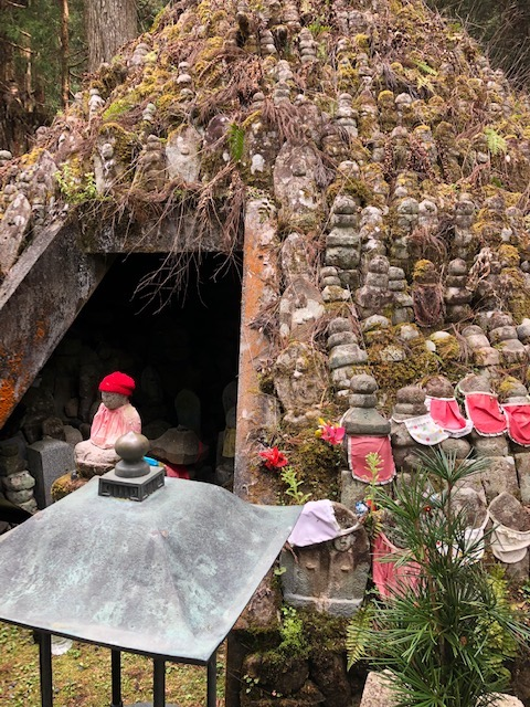 Jizo monument for those w no family.jpg