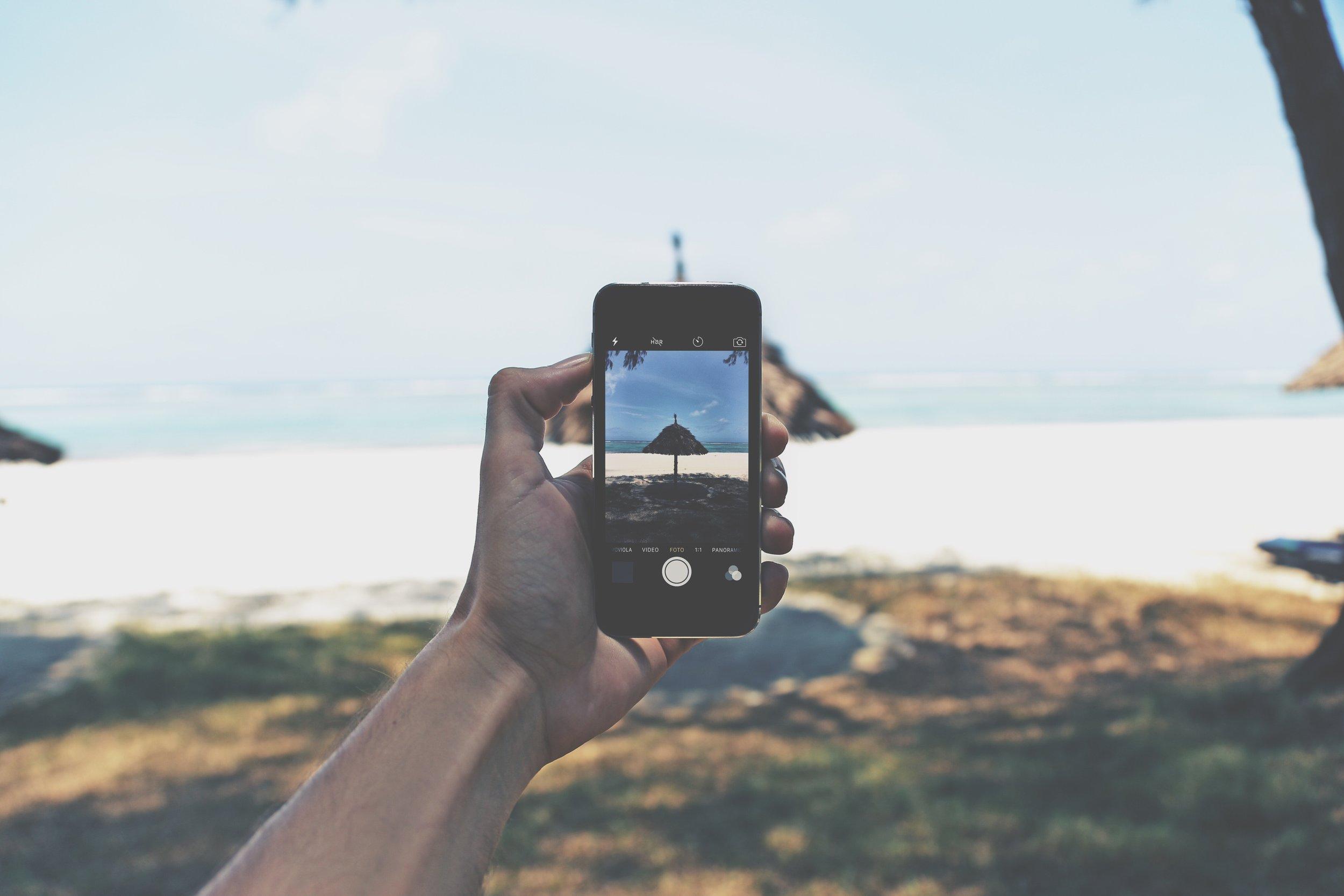 beach-cellphone-day-861104.jpg