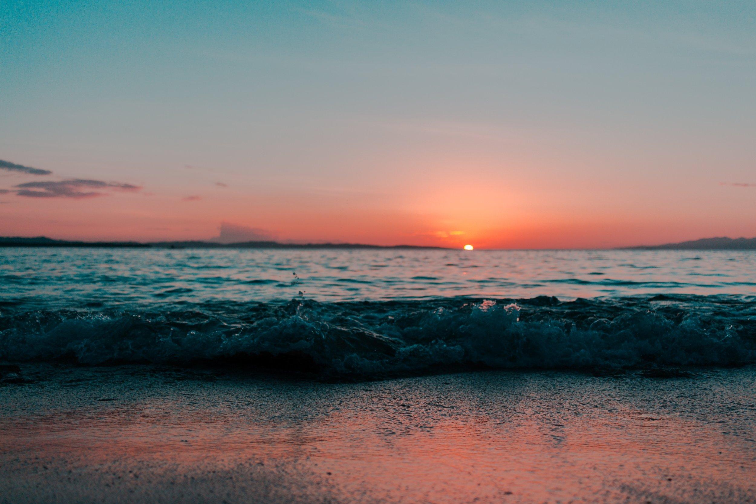 beach-dawn-depth-of-field-1139541.jpg