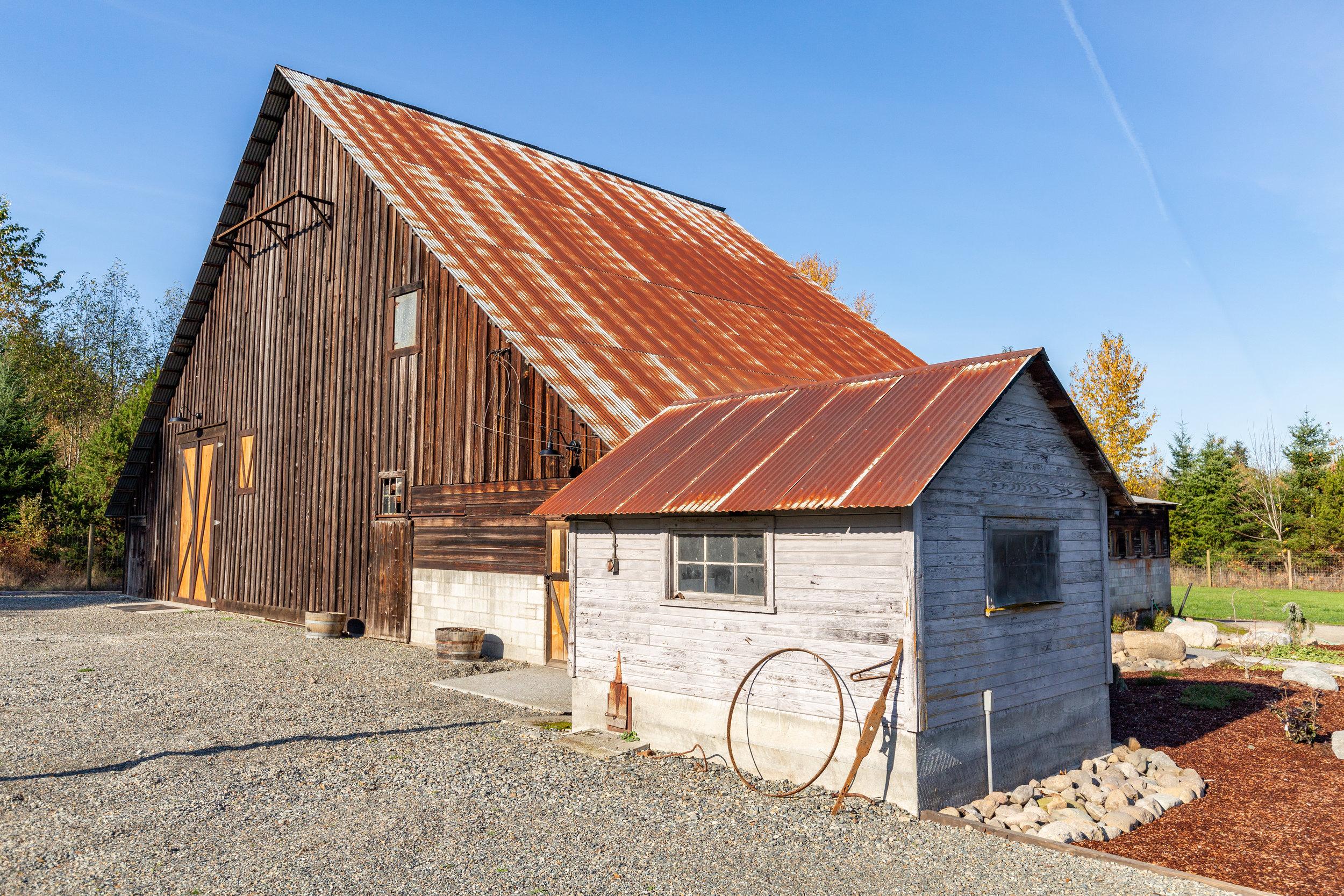 barn wedding lake tapps airbnb rental house