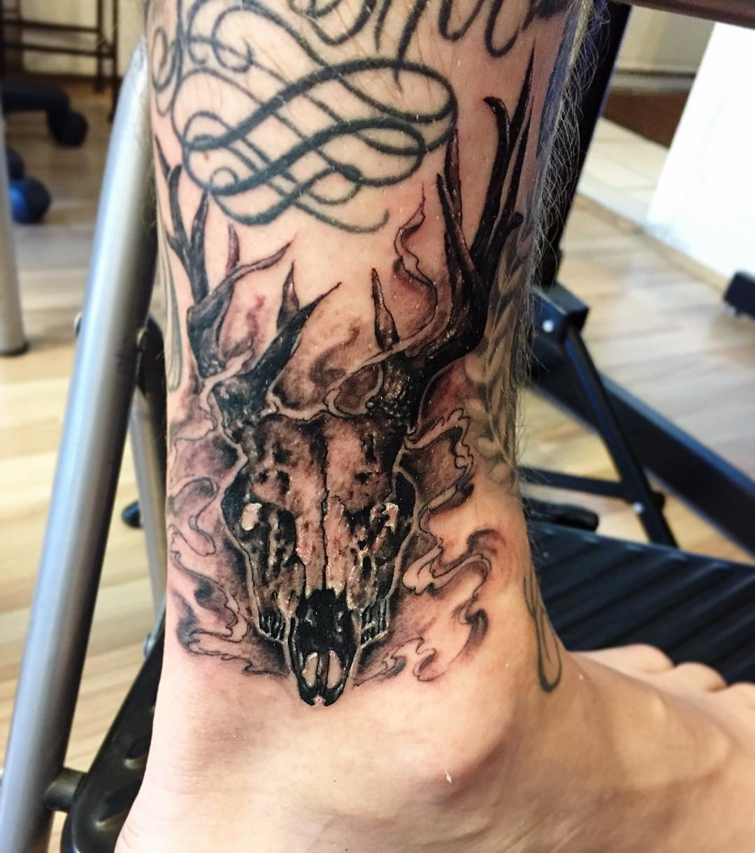 Did_a_deer_skull_on_ankle_to_fill_in_his_leg_piece__.jpg