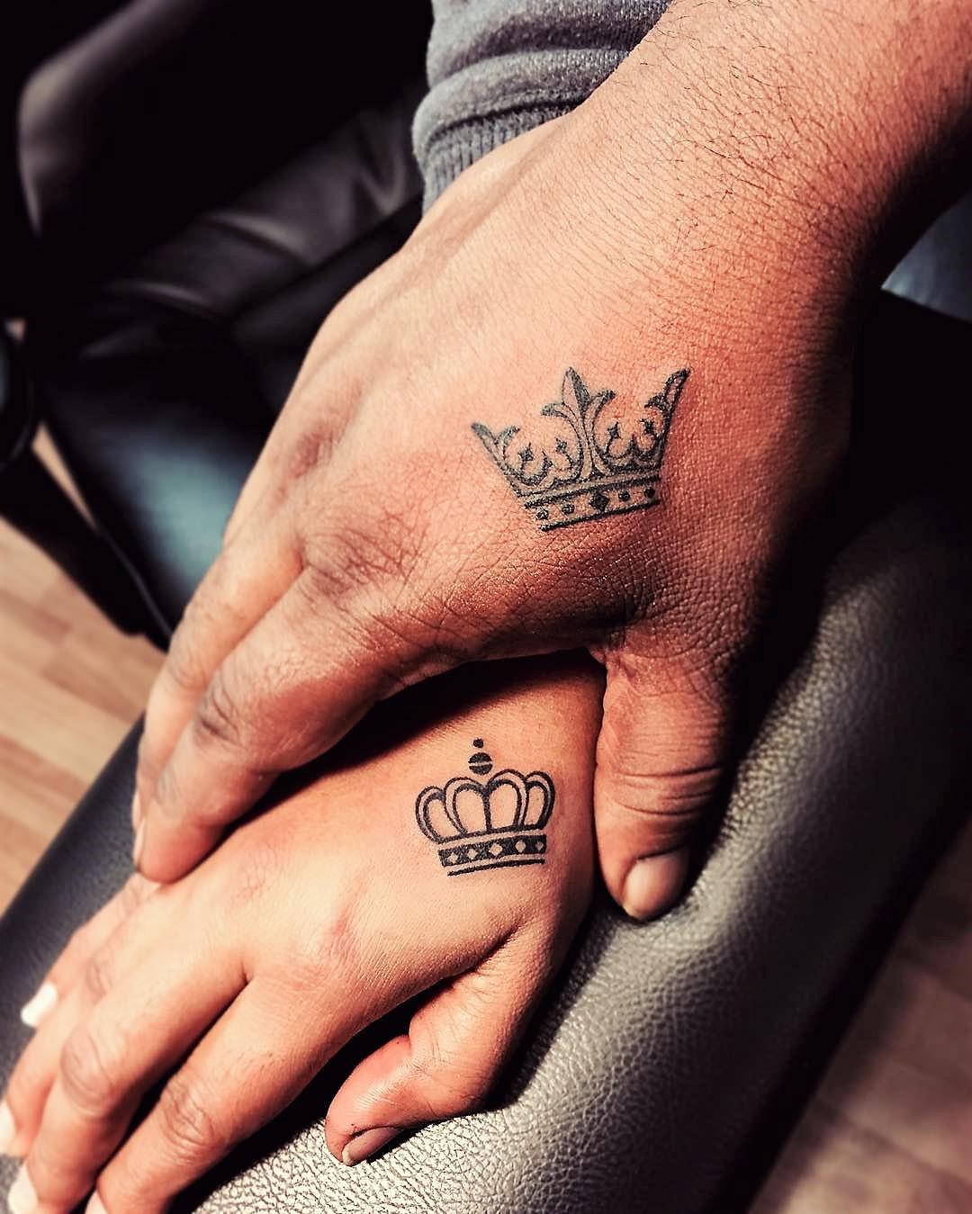 Matching_king___queen_crowns__.jpg