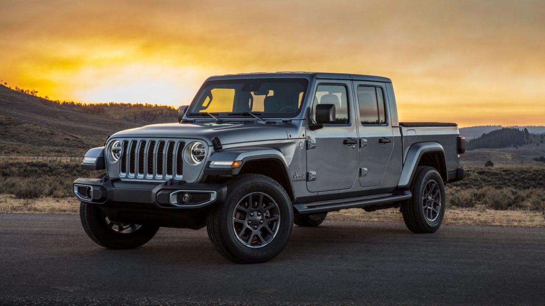 2020-Jeep-Gladiator-Gallery-1-Grey-Overland.jpg.image.1440.jpg
