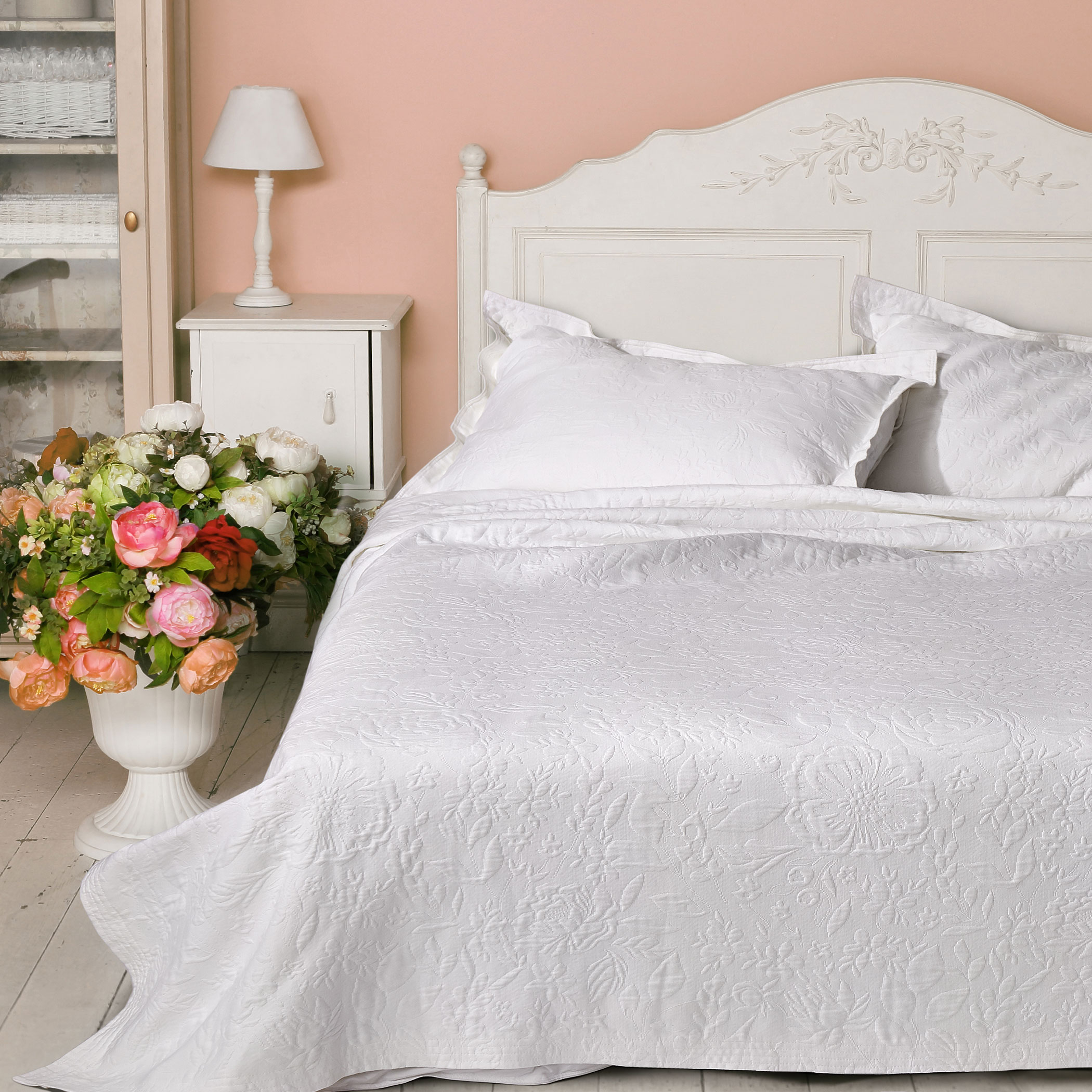 Coverlet-Meadowbrook-White-Lifestyle-1.jpg