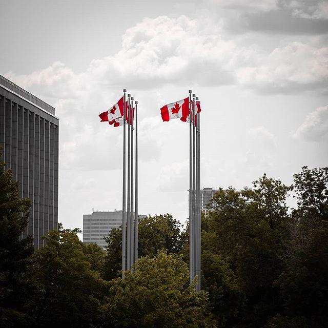 Flying in the wind 🇨🇦 • • • • • #canada #flags #canadian #ottawa #613 #agameoftones #moodygrams #canon #200mm #ontario #canon_photos #yow #windy #wind #summer #summervibes #ottawaphoto #ottcity #ottawalife #eos #canon5dmarkiv #canon5d #dslr #lens #lenses #telephoto #zoom #photography