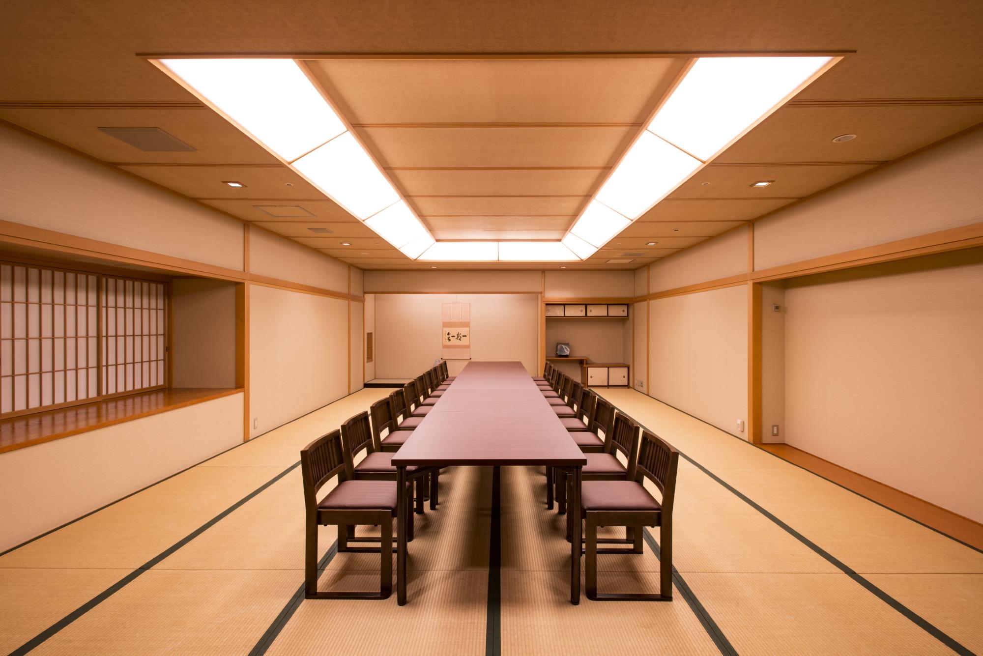 2F 楓 椅子テーブル.jpg