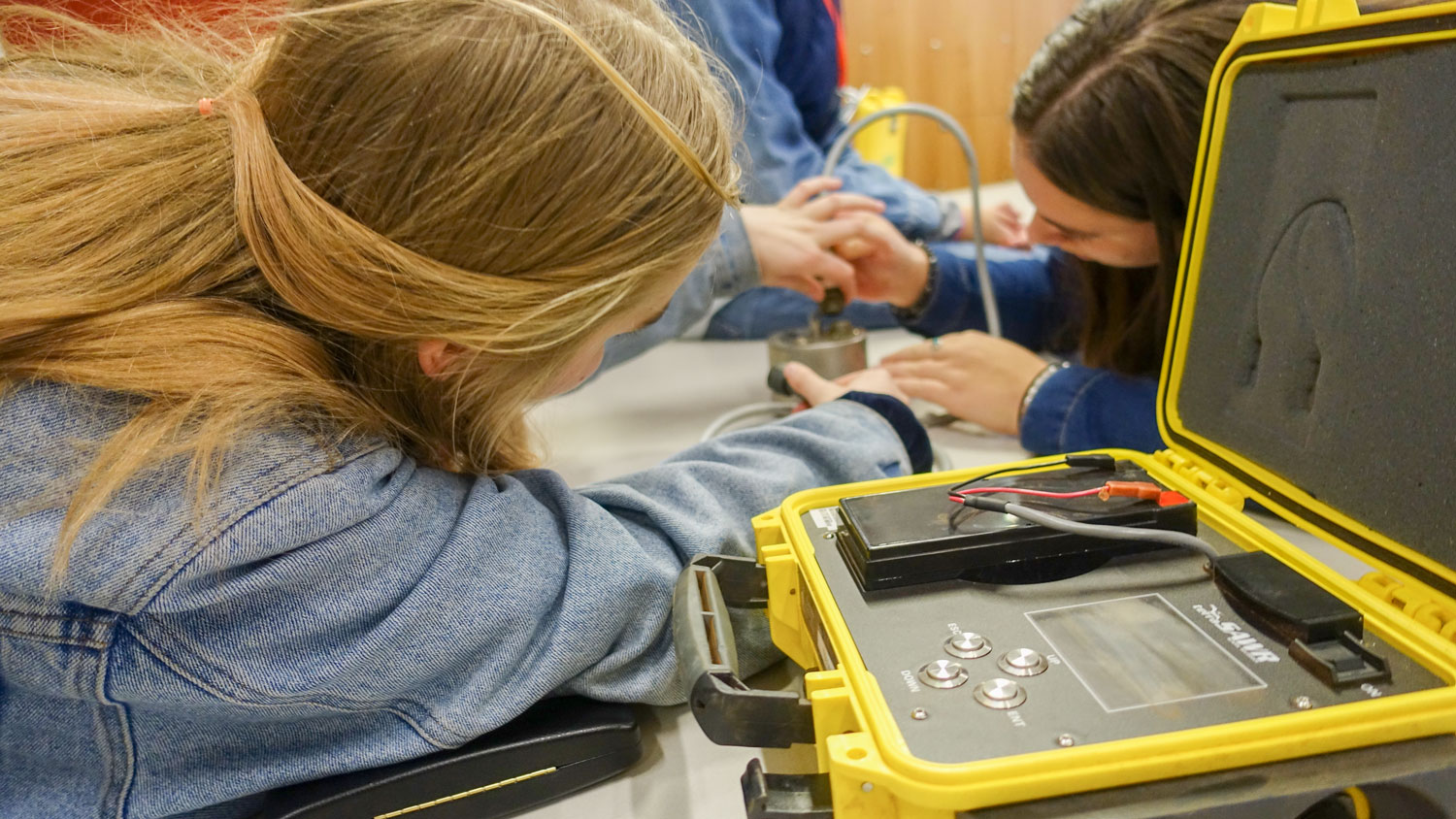 Recently, school students participated in a hands-on geoscience workshop at the ANU. Here we see students discovering how seismologists record earthquakes and research earthquake hazards using an AuScope seismometer. Image:  Larisa Medenis .