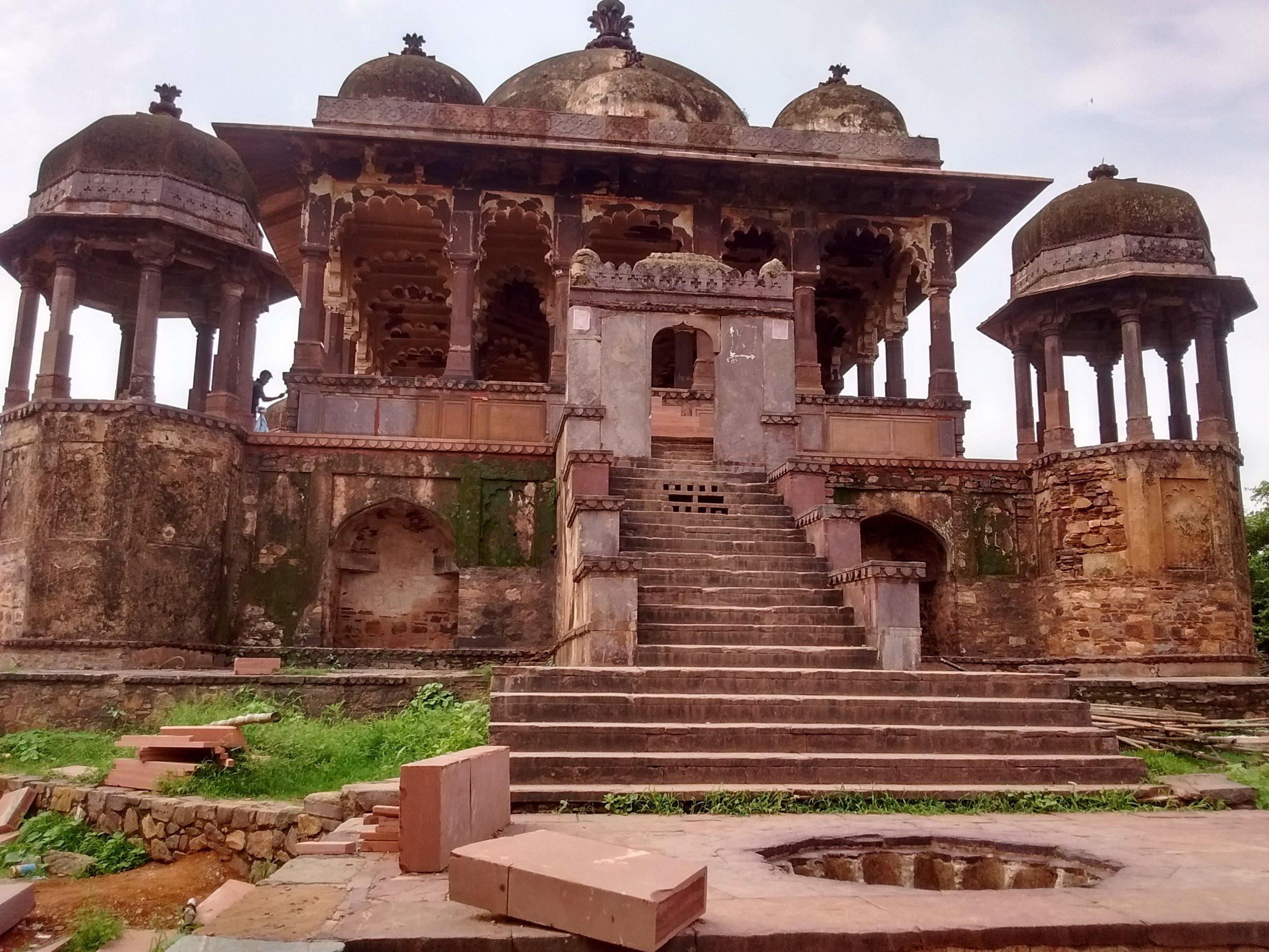 36_Pillars_Chhatri_-_Ranthambore_Fort,_Sawai_Madhopur.jpg