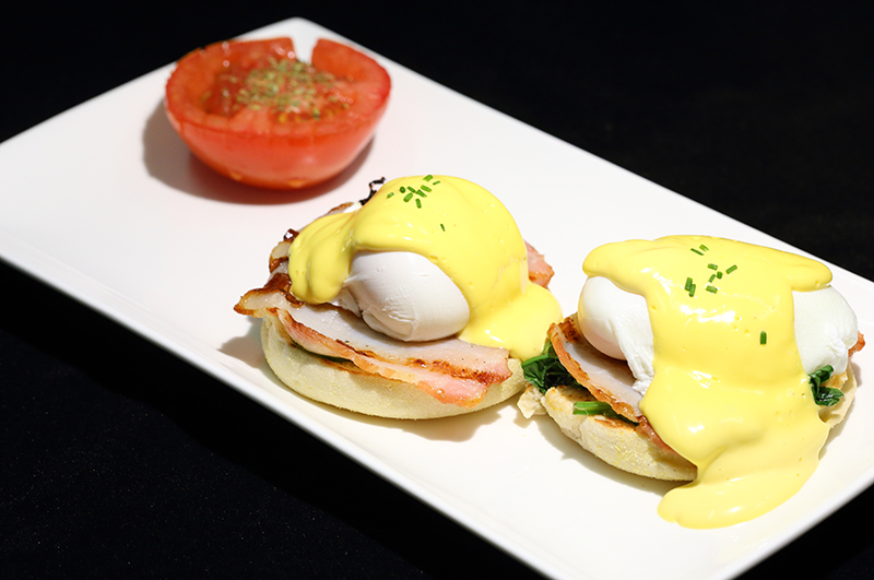 Eggs Benedict (Salmon Available)