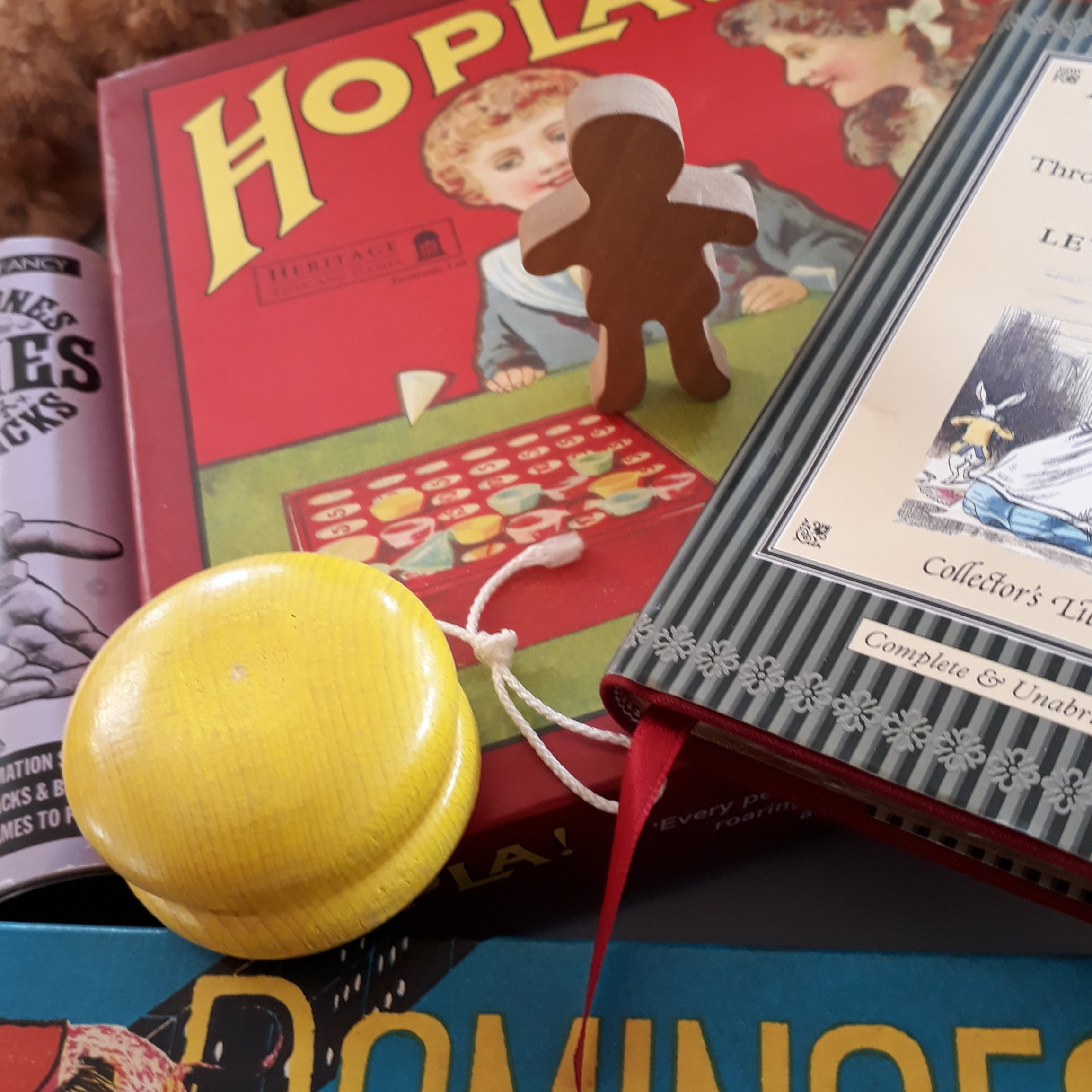 Reminiscence - Reminiscence therapy is an effective and enjoyable way to connect with a person who has dementia. Stories for the Soul has two reminiscence handling collections which you can borrow from St. Peter's Resource Centre Rotherham and The Montgomery, Sheffield.