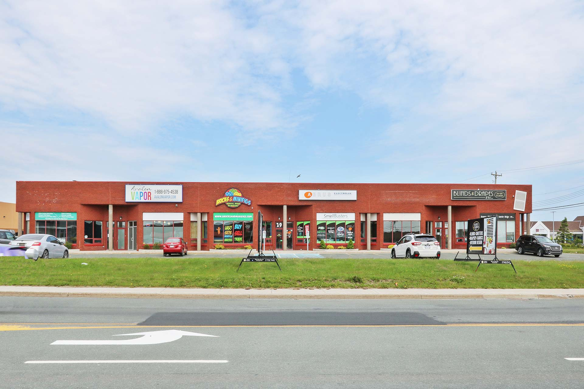 - FOR LEASE | 3400 SQ.FT.