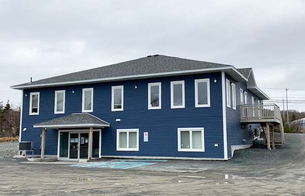 - FOR LEASE   2200 SQ.FT.