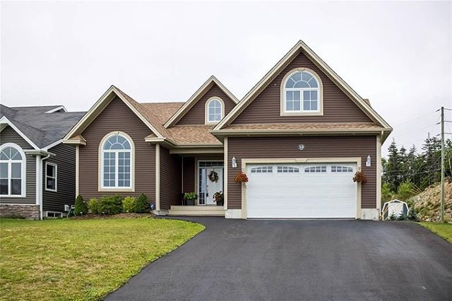 ⠀⠀⠀⠀⠀⠀⠀⠀⠀ NOW $499,900! 10 Atlantica Drive, Paradise ⠀⠀⠀⠀⠀⠀⠀⠀⠀ Beautifully finished home over 4,000 square feet, featuring 4 bedrooms, 3 full bathrooms, and a recently developed basement that is sure to please! ⠀⠀⠀⠀⠀⠀⠀⠀⠀ MLS®: 1203219 ⠀⠀⠀⠀⠀⠀⠀⠀⠀ Call Michael King at 689-7757 today! ⠀⠀⠀⠀⠀⠀⠀⠀⠀ Visit us at remaxplusrealty.ca for more details. ⠀⠀⠀⠀⠀⠀⠀⠀⠀ #nlrealestate #realestate #paradisenl #homeforsale #househunting #remax #agent #openconcept #wetbar