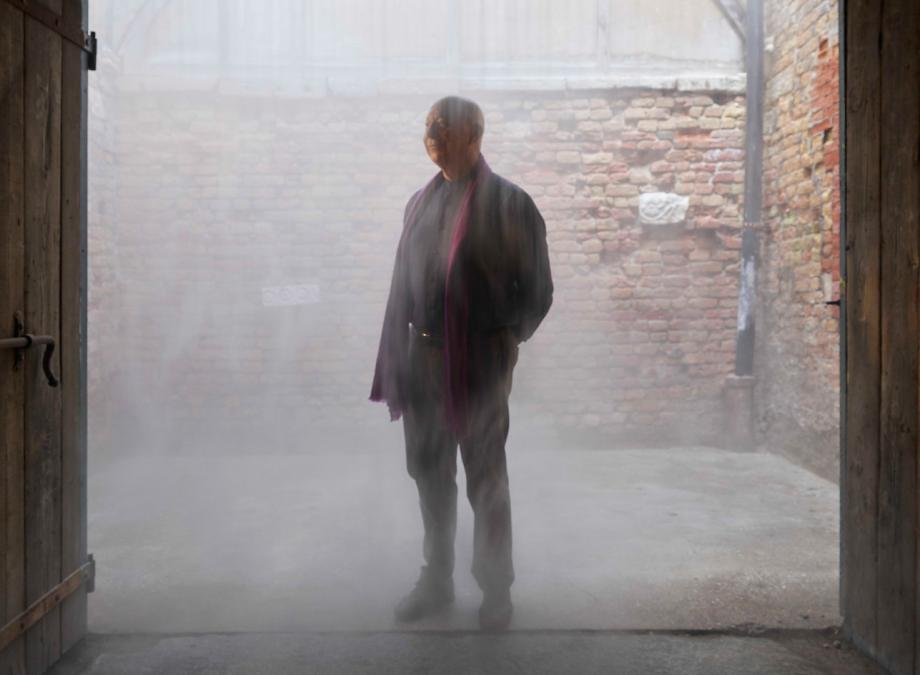 Axel Vervoordt immersed in a fog installation by Ann Veronica Janssens. Photography: Jean-Pierre Gabriel