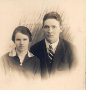 2_Toivo_ja_Laura_Suni_kihlajaiset_1919.jpg