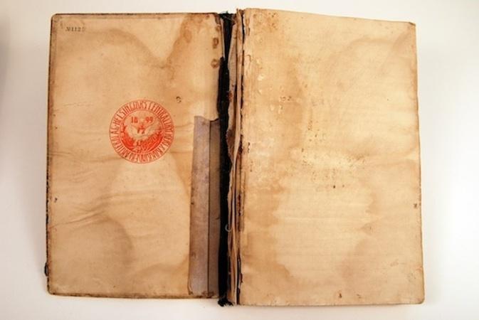 Pöytäkirjan kansilehden leima paljastaa, että kirja on saanut alkunsa Helsingfors Centraltryckeri & Bokbinderi Aktiebolagissa.