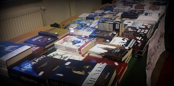 Tapahtumassa järjestettiin pienimuotoiset kirjamessut, joihin osallistuivat kustantamoista muun muassa Savukeidas, Palladium, Sanasato ja Tulenkantajat.