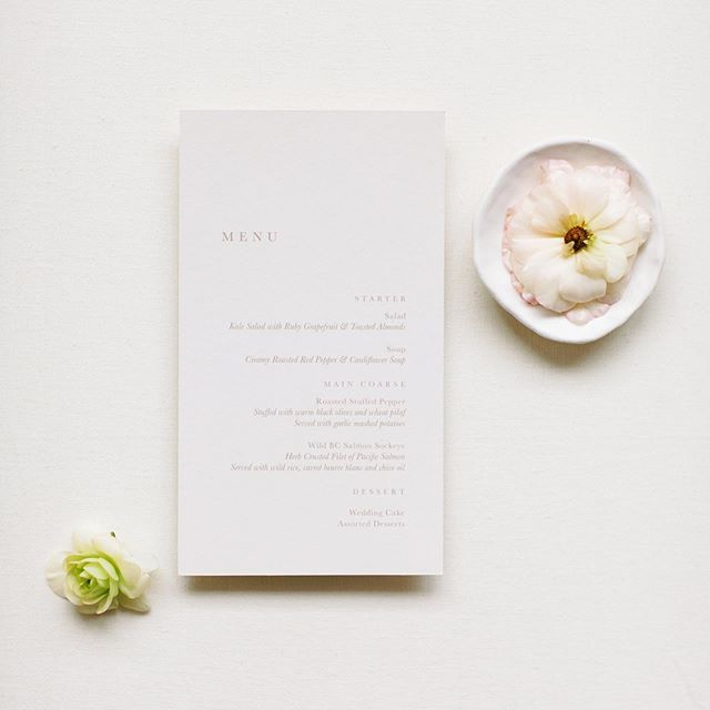 I'm such a sucker for minimalist, serif font stationery! I feel like it's my personality on a piece of paper. Can stationery really reflect your personality? I say heck yes.⁣ ⁣ Photography: @oliviacarsonphoto⁣ Planning/styling: @petrarabson ⁣ Floral design: @edelweiss.floral ⁣ Stationery: @ourvowspaperie ⁣ Hair and makeup: @jenlagers ⁣ Venue: @solerepairshop