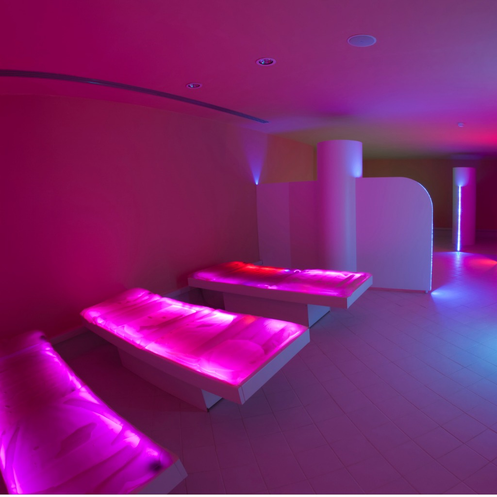 pink-corner-spa-chromotherapy-and-relax-picture-id155388744.jpg
