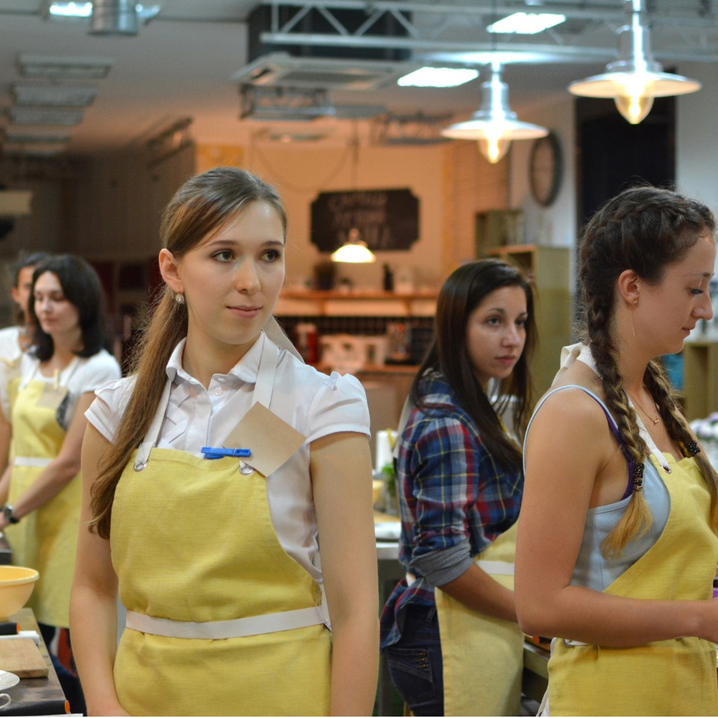 cooking-class-young-happy-women-in-kitchen-picture-id936526900.jpg