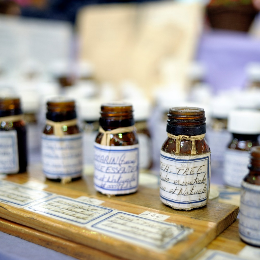 essential-oils-on-a-market-stall-picture-id157643403.jpg