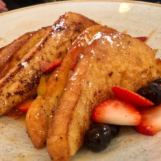 Fresh Fruit French toast with a brown butter sauce. Siros serves Brunch every Saturday and Sunday from 11:00-3:00 call for reservations 1-617-472-4500. #quincyma #marinabayquincy #marinabayquincyma #bostonfoodies #bostonfood #bostonmagazine #bostonfoodie #southshoredining #brunch