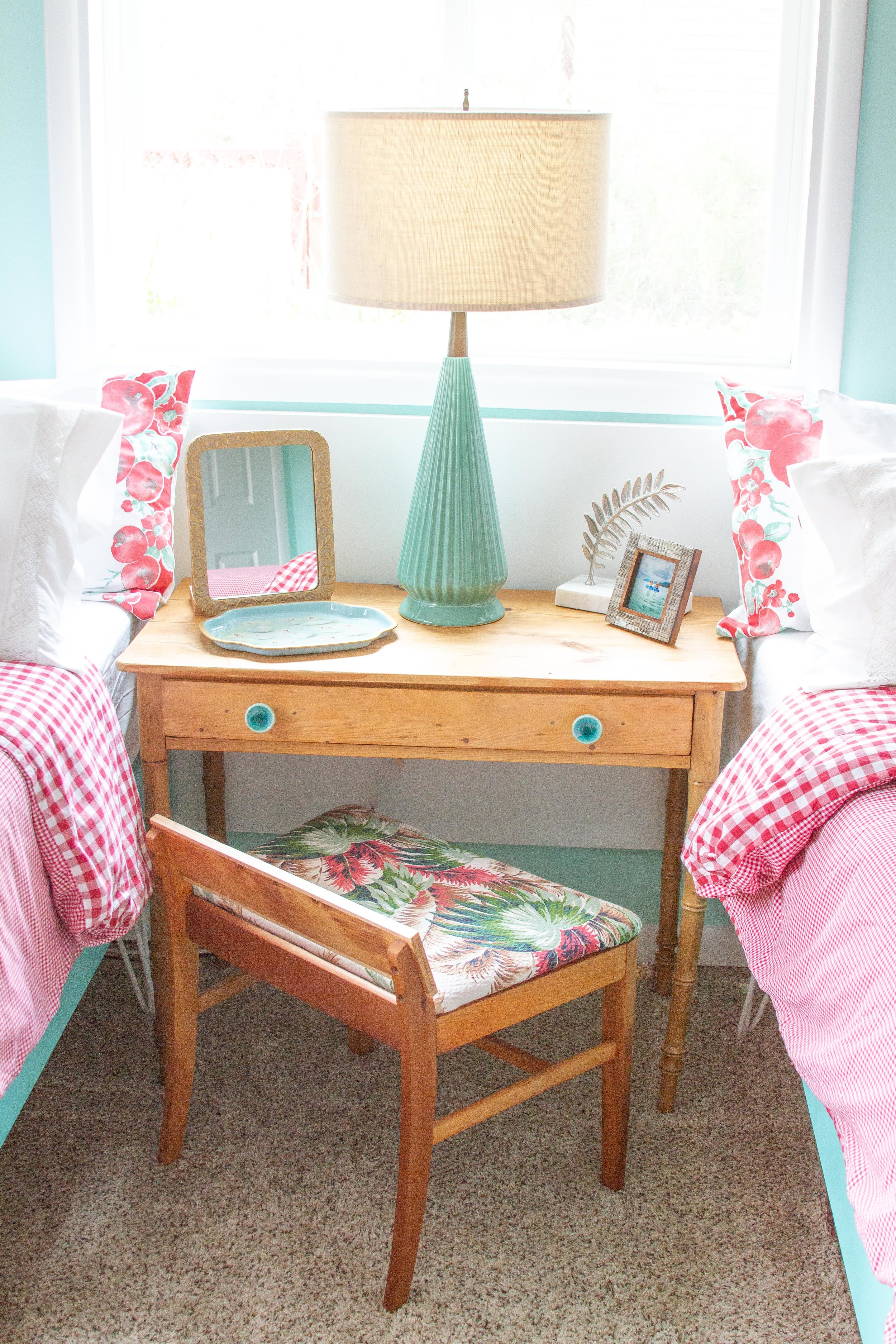 The refreshed vintage table and a refinished bench