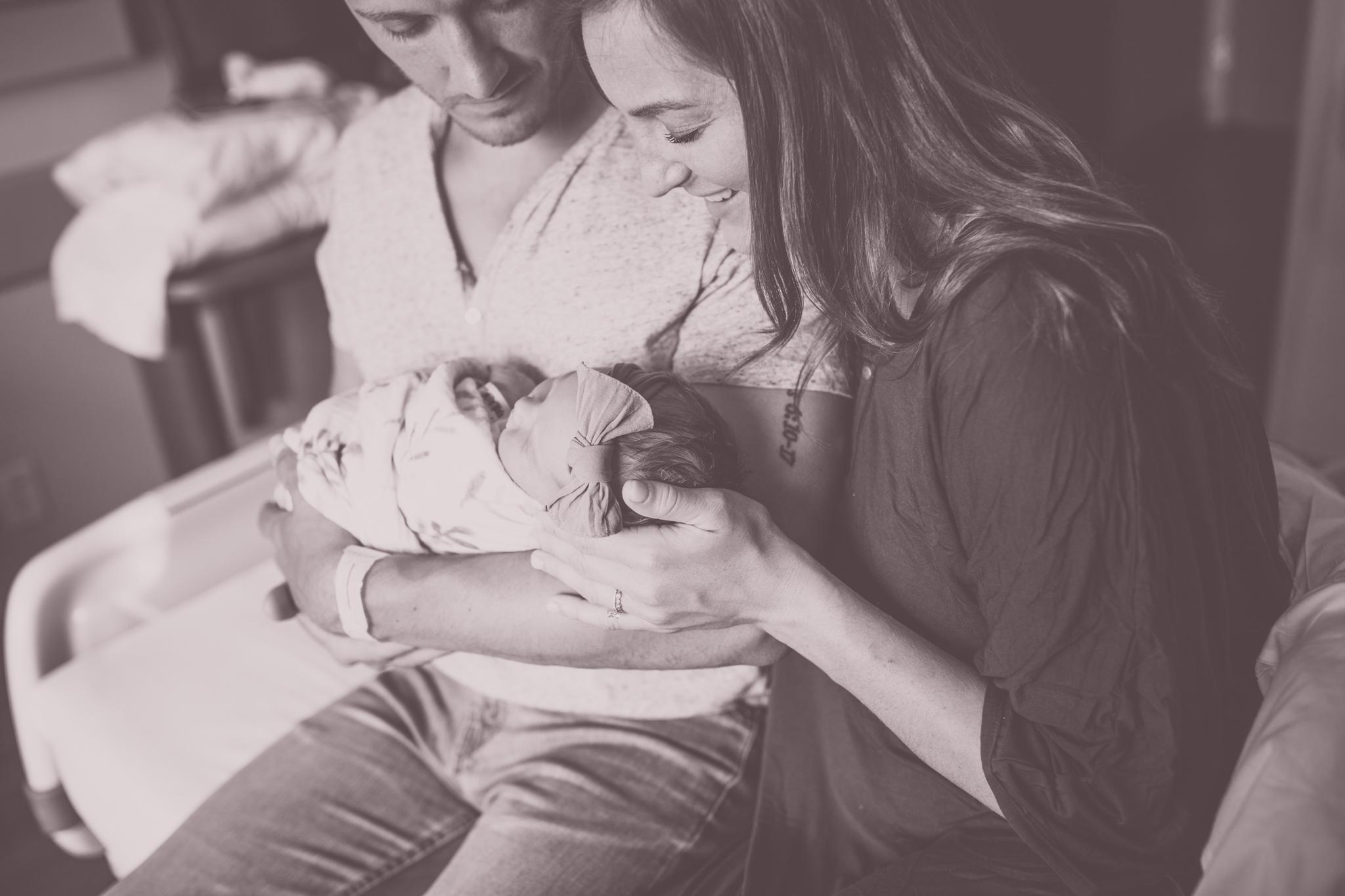 cara peterson photography maternity newborn photos mom dad -16.jpg