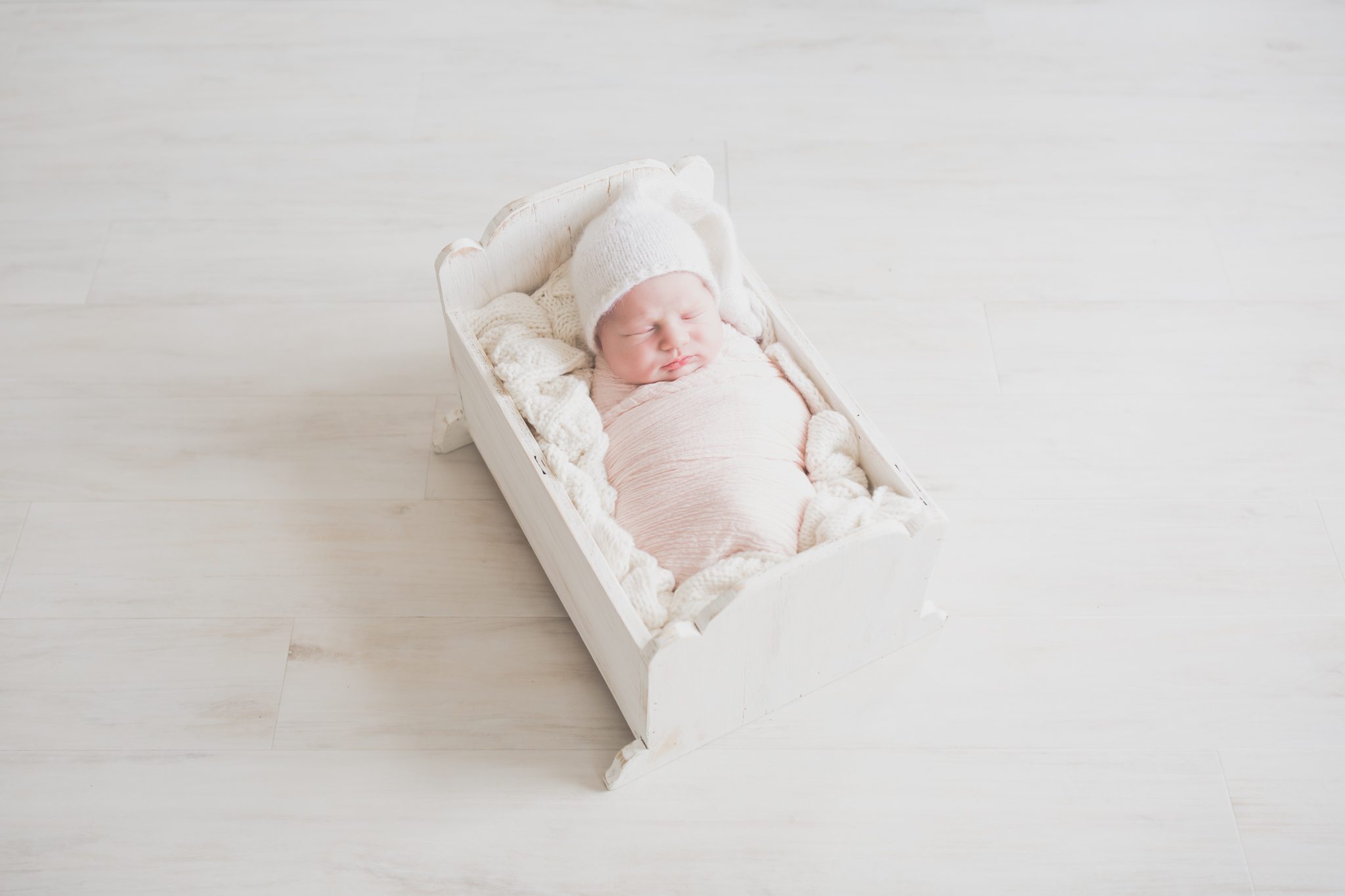 Newborn Photography Nuetral Big Sister | Cara Peterson Photography Rockford IL-6.jpg