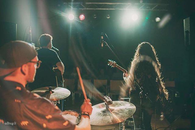 Was war das ein schönes #trio mit @jonathan_baily und @kawacrosser.  Freue mich tierisch auf ne weitere #triosession mit @tomvincentlinde und @ich_bins_ty amWochenende!!! Foto @sofortbild  #singersongwriter #freunde #musikistfreundschaft #jaaaa #gitarre #drums #eguitar #hochdiehändewochenende
