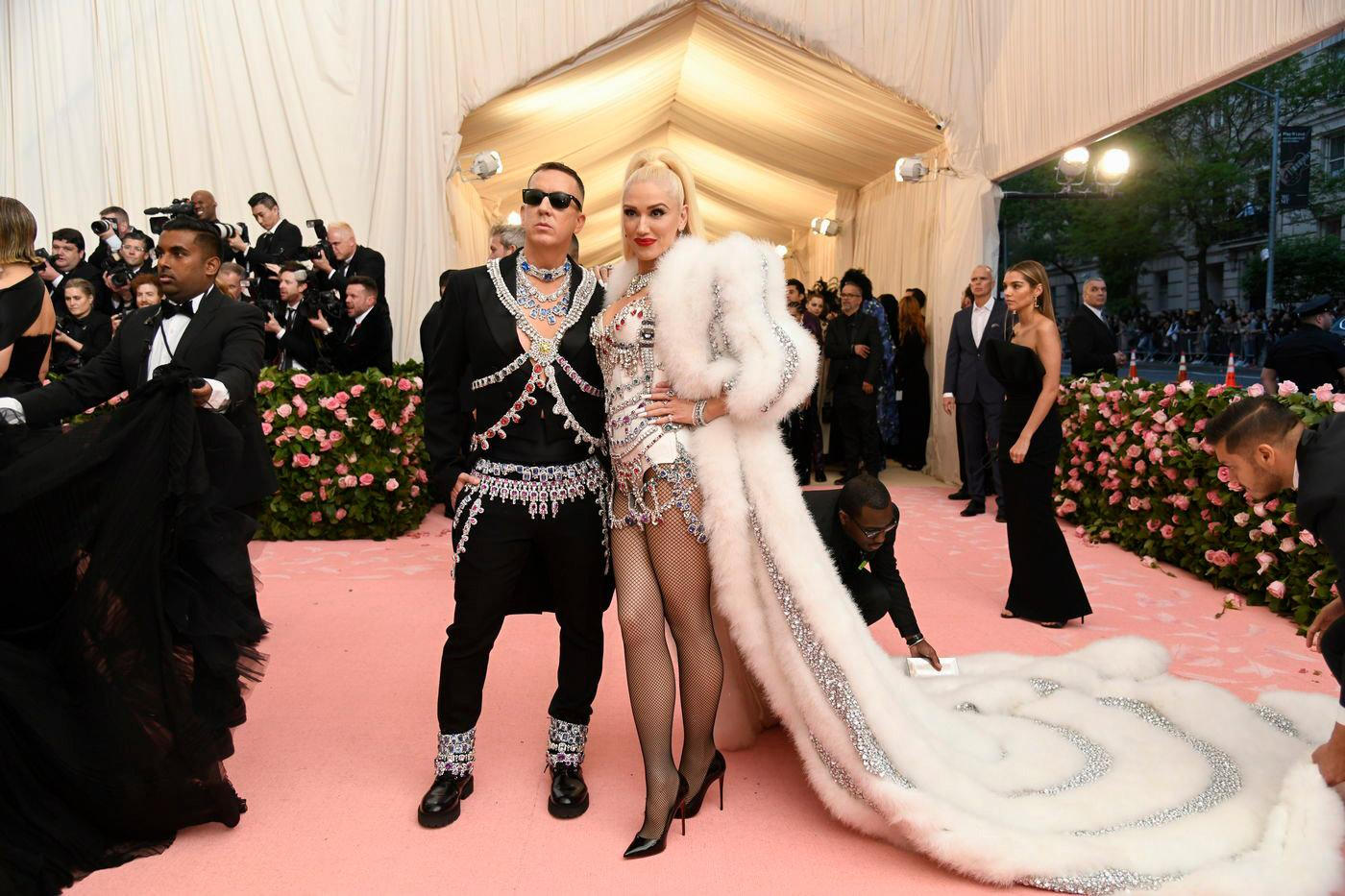 Jeremy Scott is camp. Always. I'm meh about Gwen's outfit but THAT COAT will live on in my dreams forevermore.