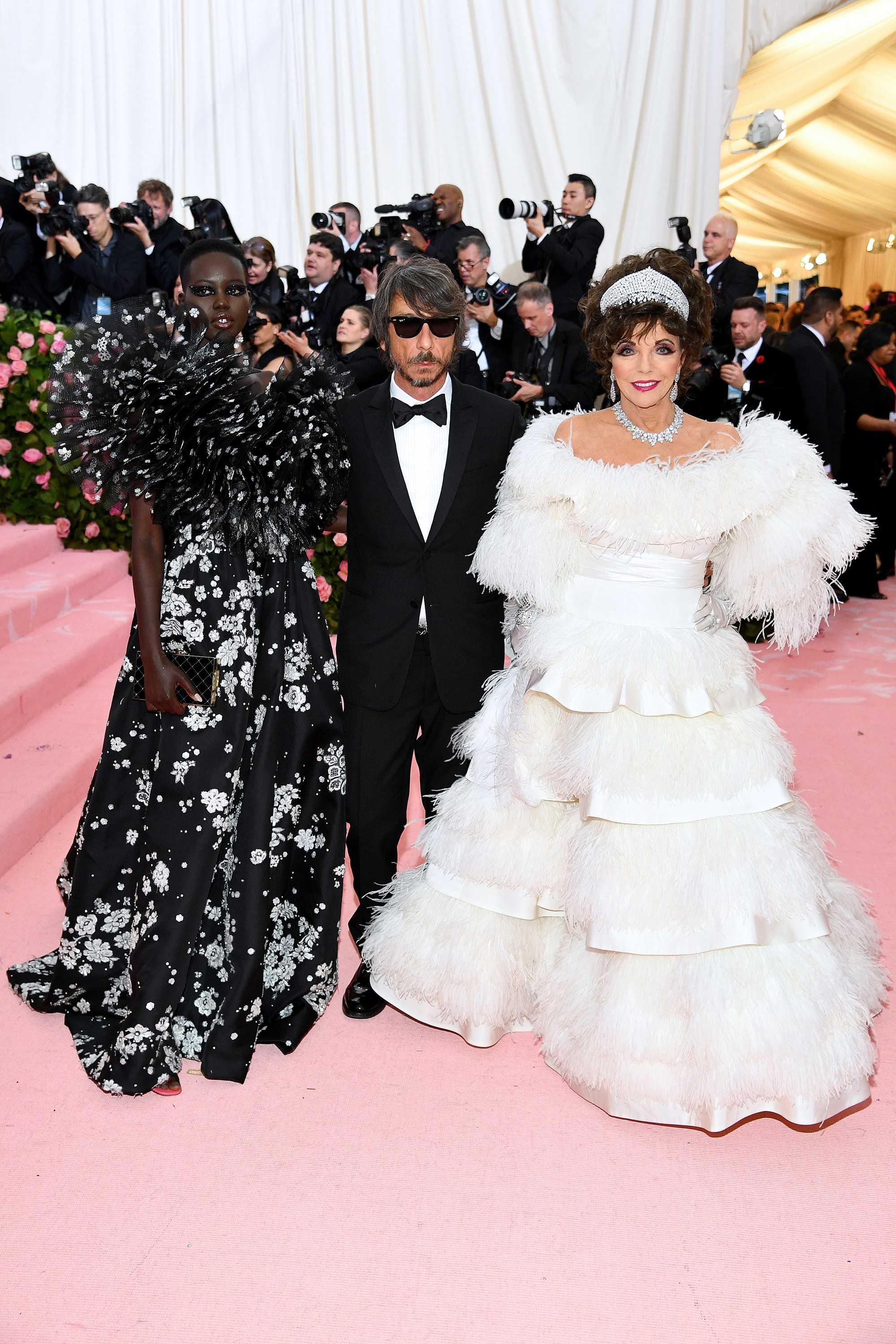 Joan Collins in Valentino did not disappoint. (Sidenote: Adut looks gorgeous in the extreme.)