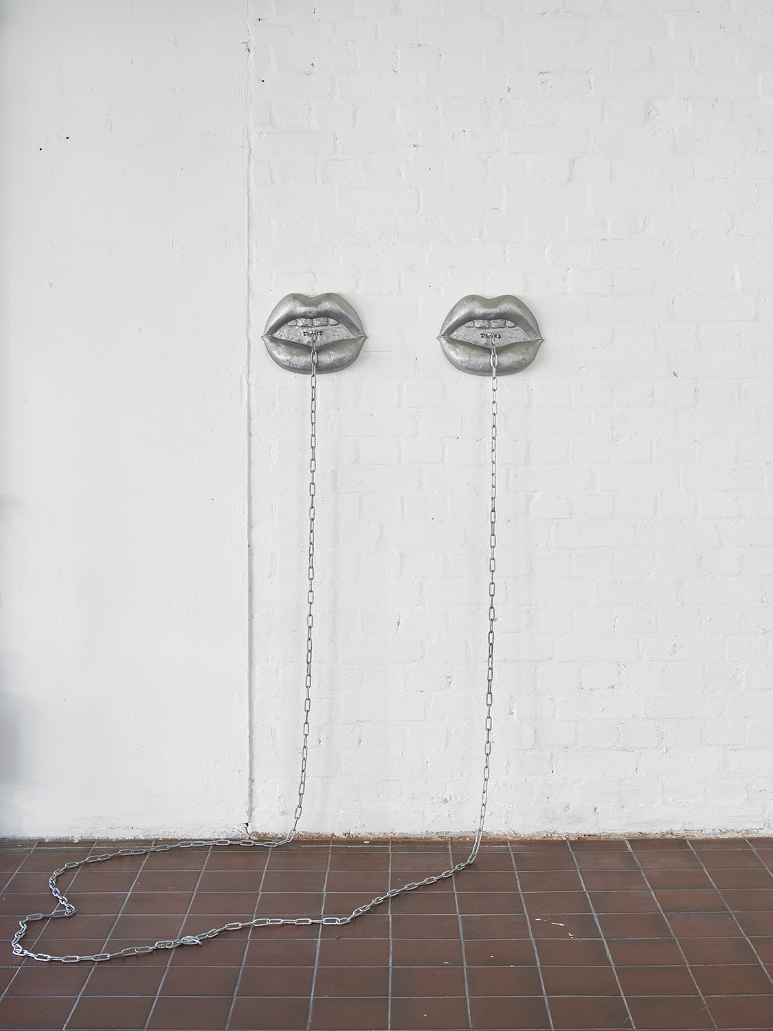 Liz Craft,  Between You & Me (I - V) , 2018, Aluminum, steel chain, Pair of mouths: 28 x 21.5 x 5.7 cm / 11 x 8.5 x 2.25 in each, Chain dimensions variable