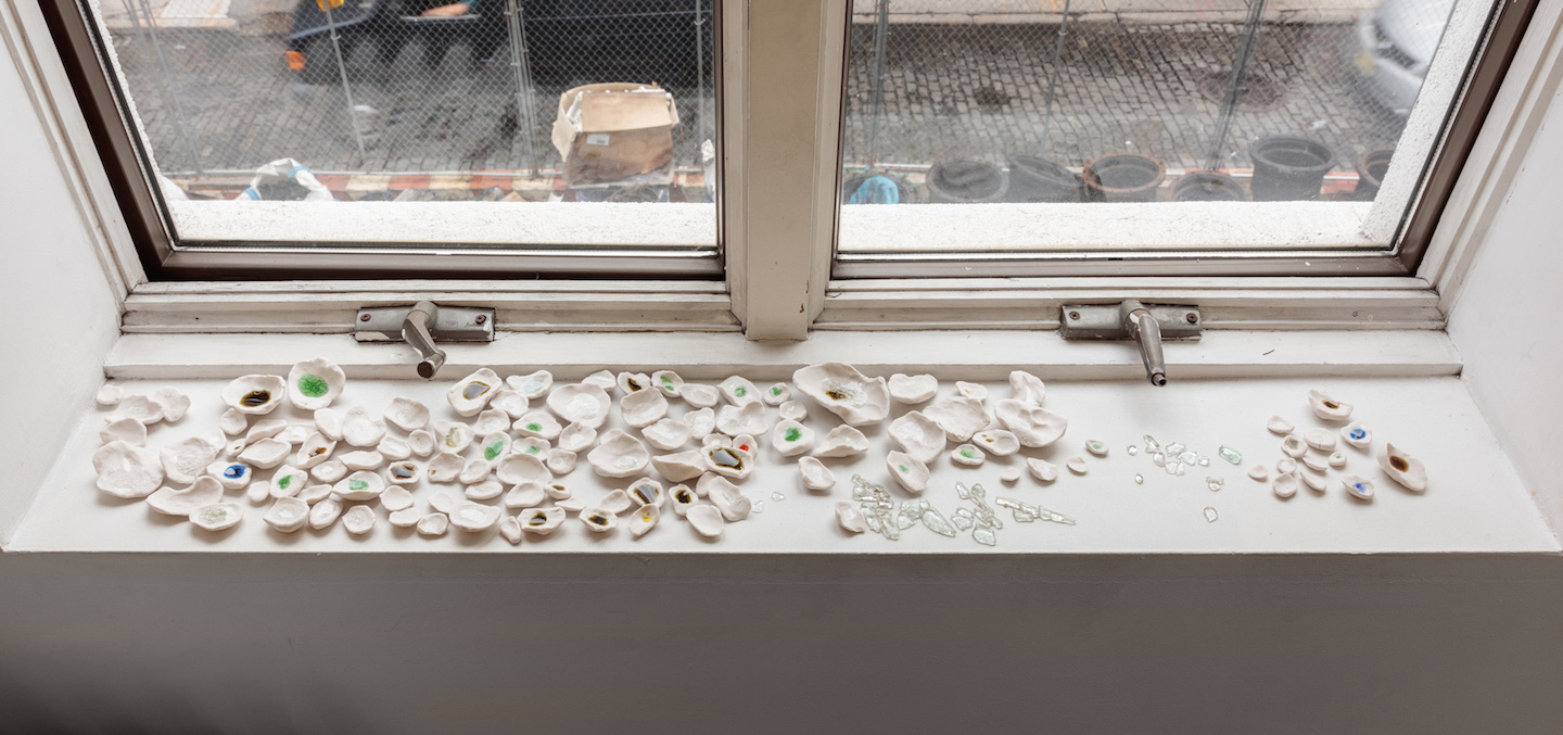Kate Newby,  What's the worst that can happen 2 , 2018, Porcelain, found glass from sidewalks, Dimensions variable