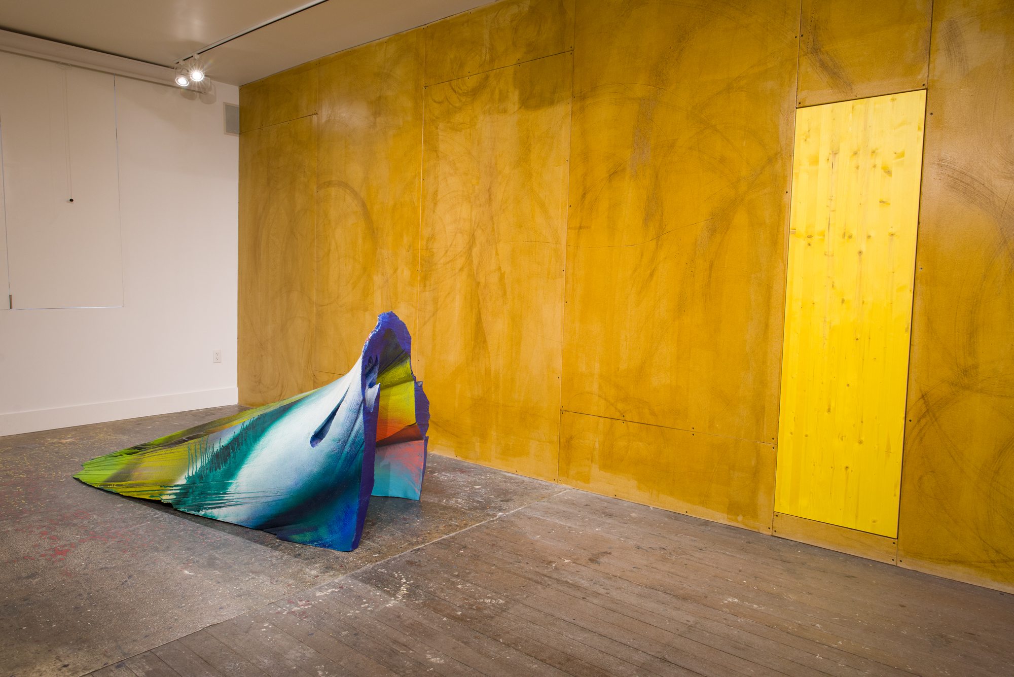 David Ireland,  Contadina , 1985. Polyurethane on drywall. Remade for the exhibition  Amulet or He calls it chaos , 2019; Photo: Preston/Kalogiros; Courtesy of The 500 Capp Street Foundation.