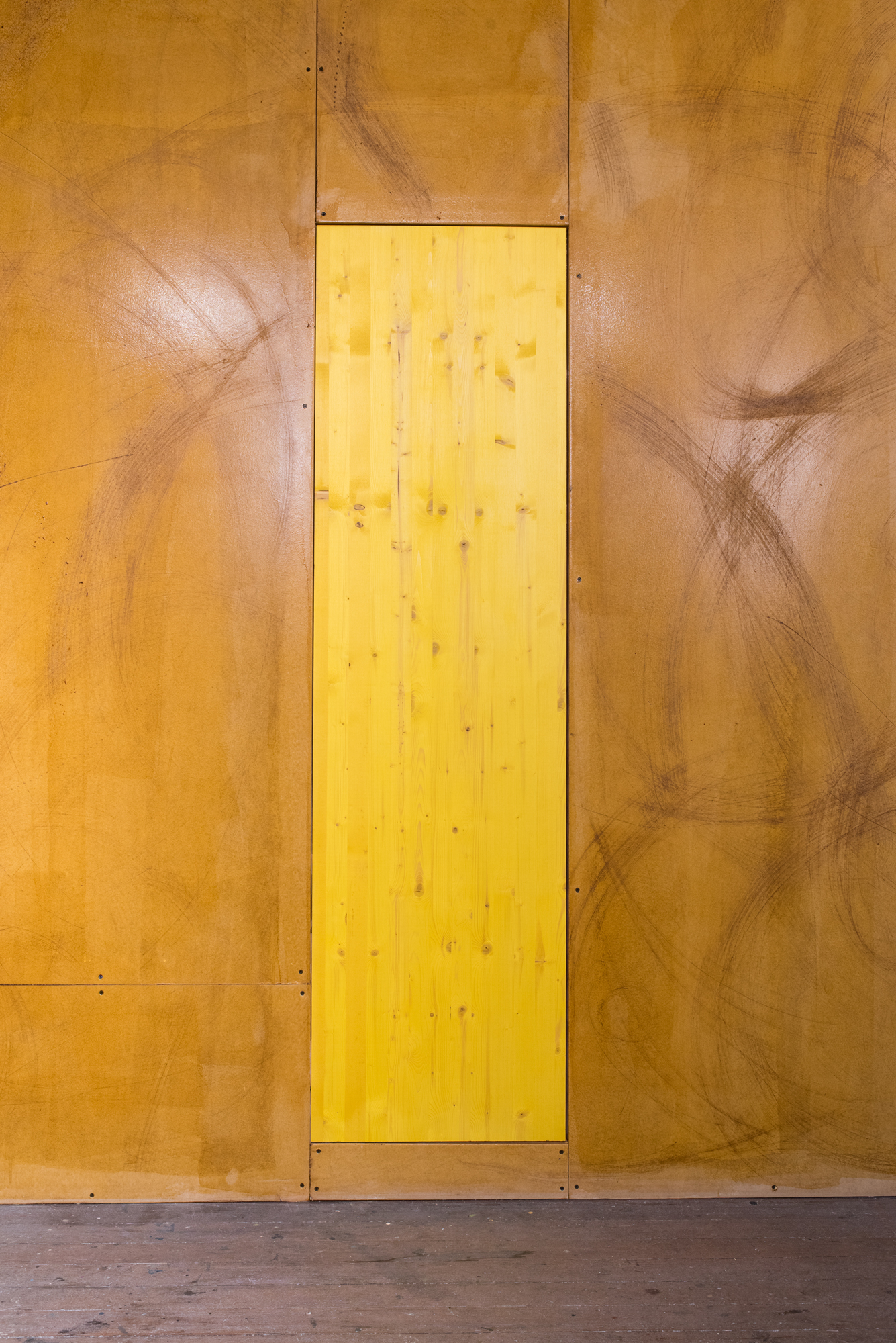 Gabriel Sierra, Trapdoor for Contadina, 2019. Wood plank, yellow stain, 72 x 20 x 1.5 inches. Courtesy of the artist and Kurimanzutto, Mexico; Photo: Preston/Kalogiros; Courtesy of The 500 Capp Street Foundation.