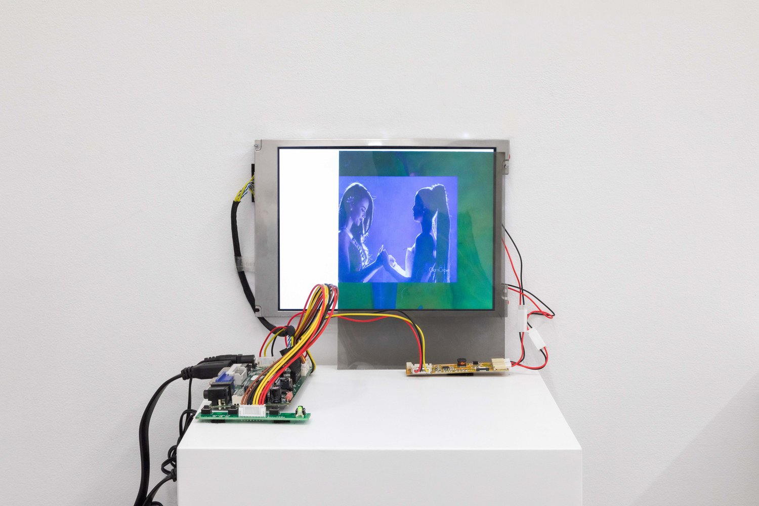 Eileen Isagon Skyers, Songwriter , 2019, Video installation with opaque two white screens, translucent polarized lens filters and floating shelves, Dimensions variable