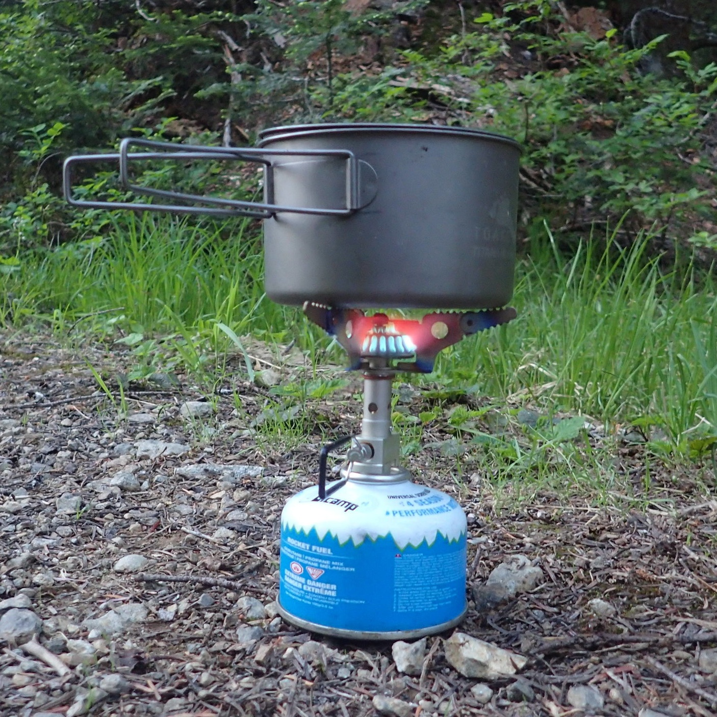 The robust flame on the SnowPeak Litemax at a camp near Mt. Baker, Washington.   Photo by Liz Thomas.