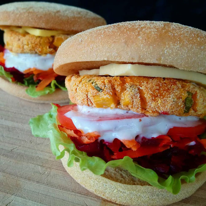 kumara-corn-polenta-fodmap-burger_web.jpg
