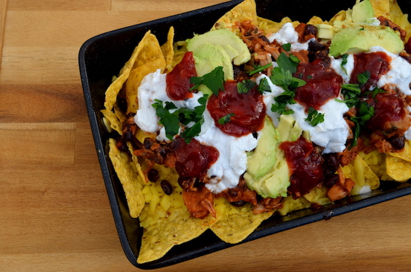 Young jackfruit can be used as a tasty vegan alternative to pulled pork! This loaded nachos recipe is easy and delicious, as well as being soy and nut free.